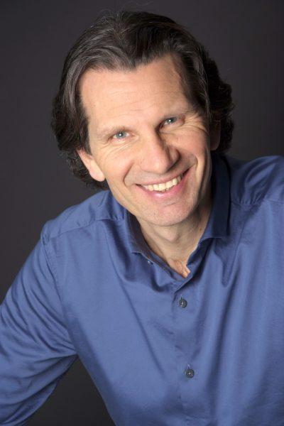 Portretfoto van Coen Jutte - Helpt mensen doelgericht, analytisch en speels tegelijk hun nieuwsgierige 'ik' herontdekken. - De Nootenkraker voor Nieuwetijdse Bedrijfscultuur